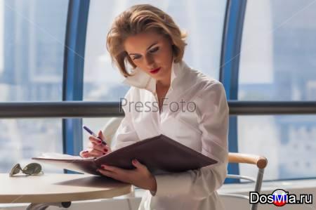 Сотрудник с обязанностями секретаря