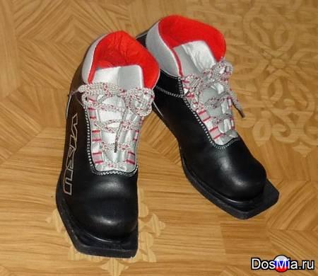 Ботинки для беговых лыж б. у. Размер 37 для крепления с 3 дырками на носке.
