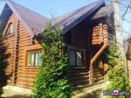 Деревянный дом из бревна Ф36-28 в лесу