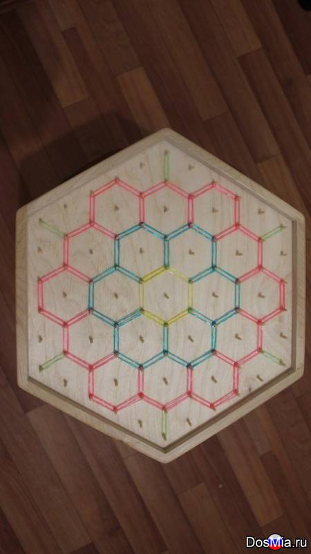Продам шестигранник из дерева для игры с резинками для плетения.