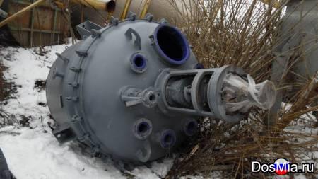Реактор эмалированный, объем 4 м3, с рубашкой и мешалкой.