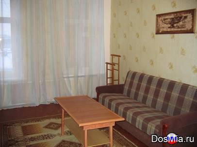 Уютная большая комната (18 м2) посуточно в центре Санкт-Петербурга
